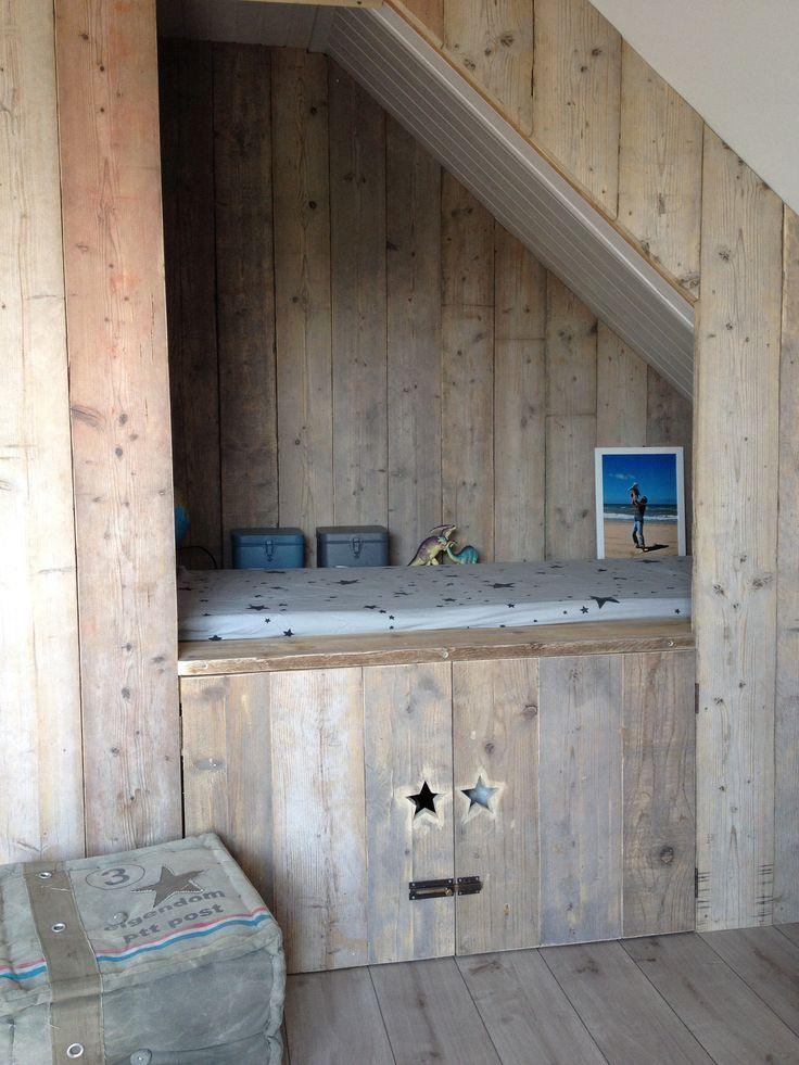 Bedstee van oud steigerhout, op maat gemaakt
