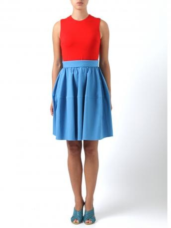 Carven - robe bi matiere - Dress double fabric double color, chest in red color and skirt in light blue. Carven Spring Summer Collection 2013.    Composition:  Main fabric: 95% cotton, 5% elastane. According Fabric: 94% viscose, 6% elastane. Lining 65% acetate, 35% viscose.    *The Model is wearing Nora Scarpe di Lusso sandals.