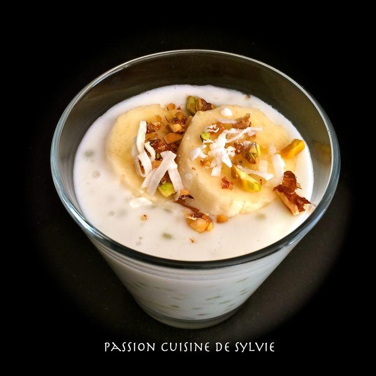 Ce dessert, j'en raffole depuis mon enfance. C'est un plat Vietnamien que l'on retrouve très souvent en dessert dans les restaurants Asiatiques. Il est très simple à faire, peu coûteux et tellement bon !! Ingrédients (pour 6 ramequins) 400 ml de lait...