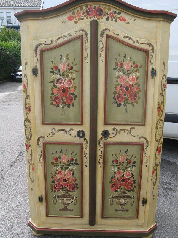 Reciclado y puesta en valor de un antiguo ropero. Patinas y pintura decorativa