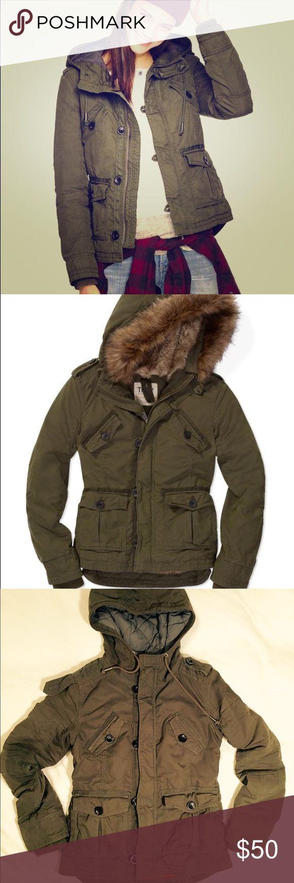 TNA green parka jacket Cute green parka, warm and cozy. TNA Aritzia Jackets & Coats Utility Jackets