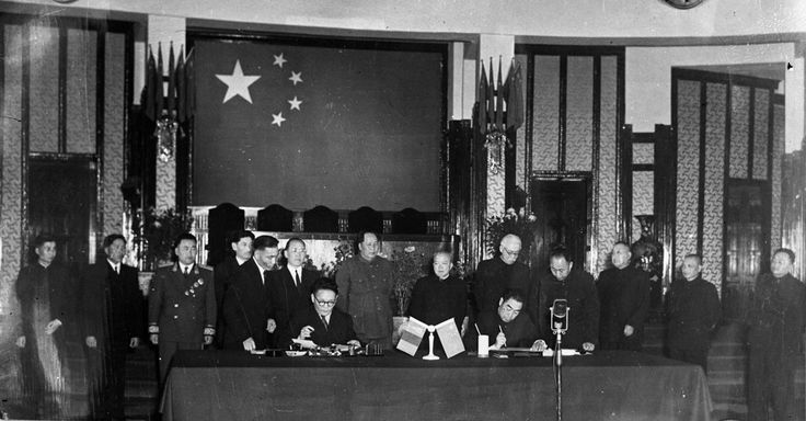 Tsedenbal and Zhou En Lai (both eated), sign agreements between Mongolia PR and China PR.Standing, in center, Mao Zedong. (Maybe 1950's).