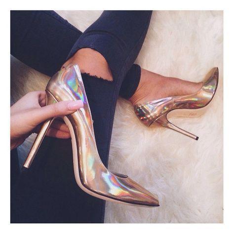 Calçados metalizados para inovar seu look de Reveillon.