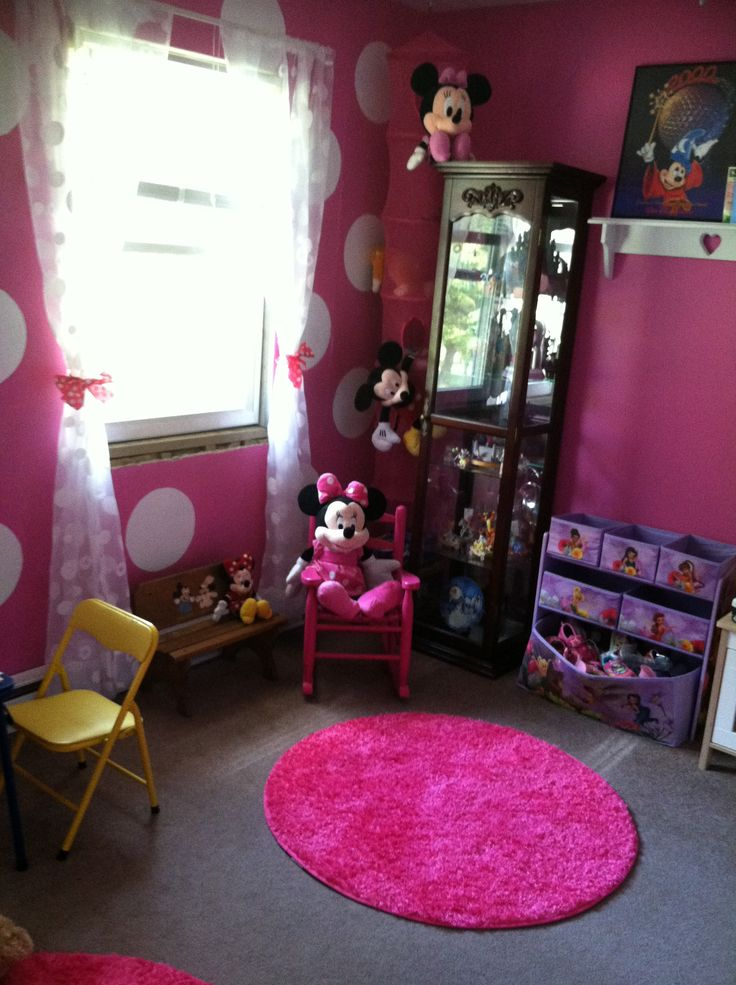 Minnie Mouse Theme Pink Walls With One Wall Having White