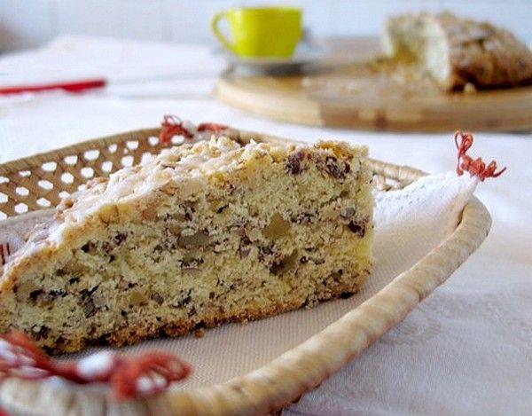 Non è una torta, non è un biscotto: E' la torta biscottona  alla frutta secca .   Dalla foto non si direbbe la miglior creazione del mon...