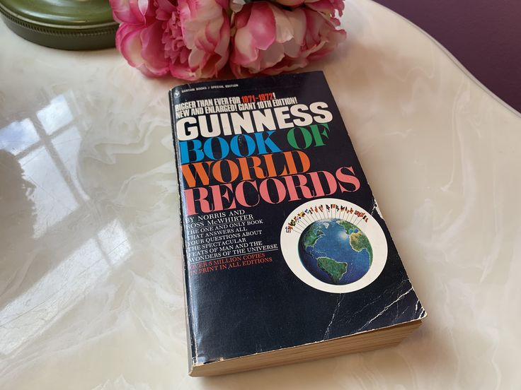 1971 72 Guinness Book Of World Records Vintage Books Etsy Vintage Books Guinness Book Guinness Book Of World Records