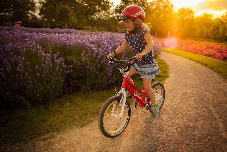 Woom to lekkie rowery z klasycznie lecz nisko prowadzoną aluminiową ramą oraz kierownicą o BMX-owym stylu (modele Woom 2 i Woom 3). Projektowane i montowane w Wiedniu wysokiej jakości lekkie rowery dziecięce Woom cechuje ergonomia i bezpieczeństwo. http://www.aktywnysmyk.pl/257-rowery-woom