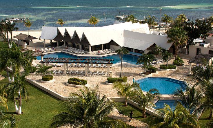 3. Ocean Spa Cancún, con su plan todo incluido podrás pasar unas vacaciones de ensueño, este hotel se encuentra en la Zona Hotelera, cuenta con playa e instalaciones que puedes disfrutar con tu familia o pareja.
