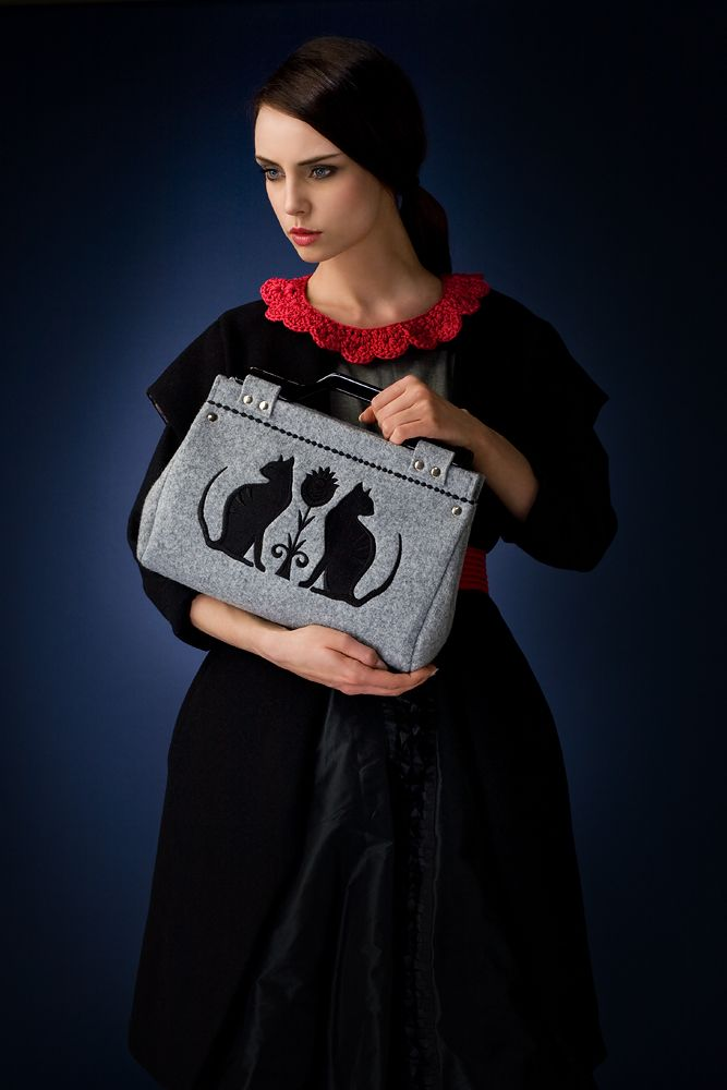 http://goshico.com/en/gsh-felt-bag-with-embroidery-and-the-detachable-belt-folk-koty-1046.html PRICE: 84.97 €