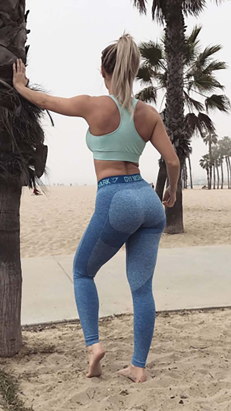 Robin Gallantt styling the Flex leggings