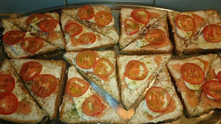 Lachs, Tomaten, Mozzarella Brot