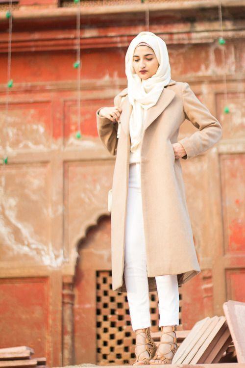 beige hijab coat, Fall stylish hijab street looks http://www.justtrendygirls.com/fall-stylish-hijab-street-looks/