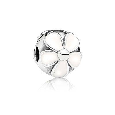 Simplicity and purity are unified in this sweet daisy design embellished with crisp white enamel - clip it onto your bracelet for a fresh new look. #PANDORA #PANDORAcharm