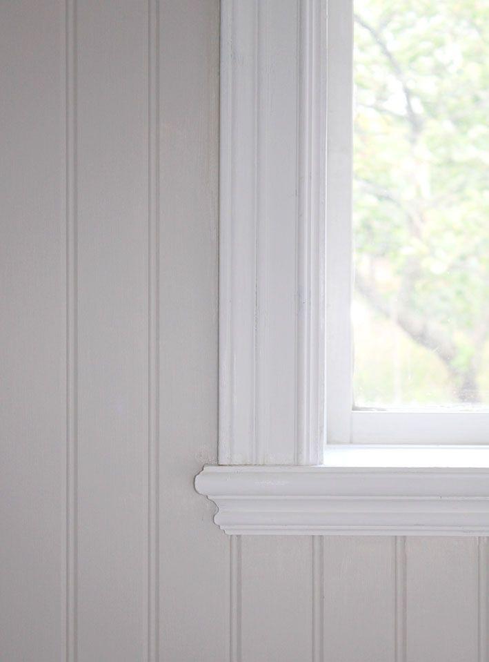 Snyggt avslut på fönsterbrädan, pärlspont. Jag kanske vill ha bredare spontbrädor dock.