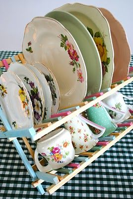 Cute dish rack painted - love the look of the crockery. I love Simone's cute projects.