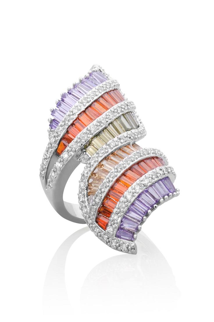 Ring  med kristallstavar i lila, rött, grönt och gult.  *Ring with crystals in purple, red, green and yellow.