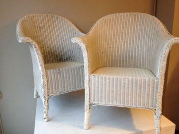Twee Lloyd Loom stoelen, wit | Two Lloyd Loom chairs. We verkopen graag jouw nieuwe - en tweedehands spullen. www.marktplaatshelper.nl