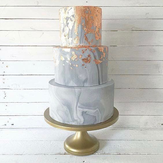 Gold flake transforms this marbled cake into a beautiful design! Regram: @slsweddings | Photo: @pinterestofficiall