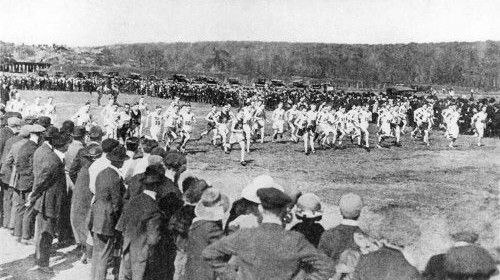 Beginner's Guide to Long Distance Running by Matt Frazier (No Meat Athlete). Guest post on Art of Manliness.