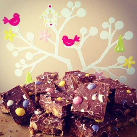 Foodie Quine - MALT-EASTER TRAY BAKE - Use up leftover Easter Egg Chocolate with Mini Eggs & Maltesers