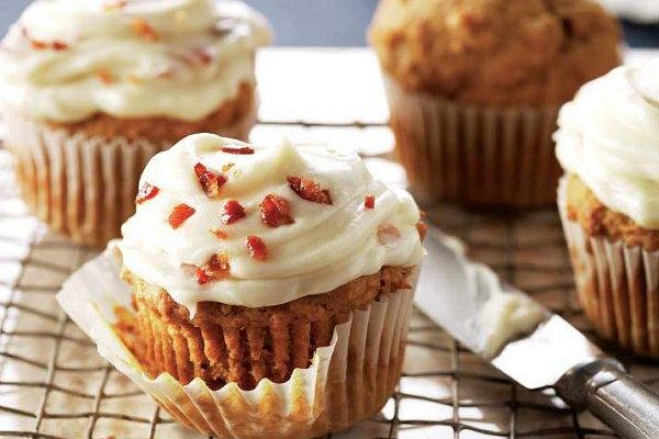 Pumpkin cupcakes with maple-bacon icing