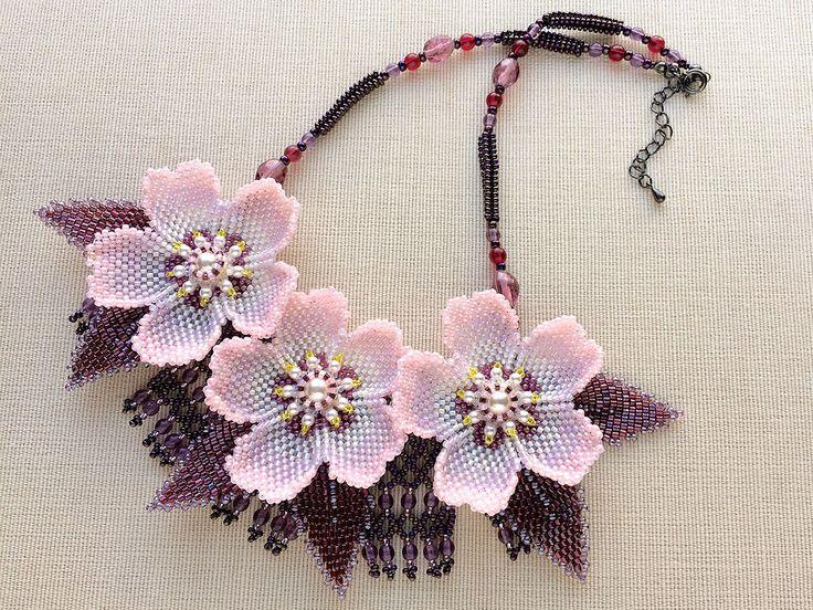 Handmade Floral Beadwork Necklace by Kazari Sakuiro. Via kazarri-sakuiro.jp #necklace #handmade