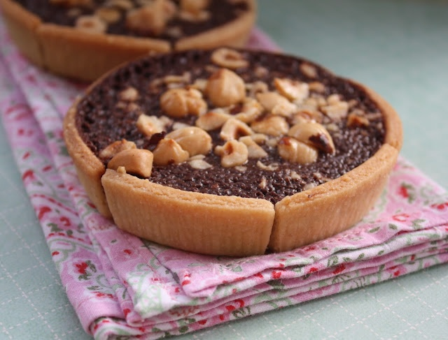 Tartelettes au NutellaFood Desserts, Learning French, Tartelette Au, Nutella Tarts, Nutella J Adorable Nutella, La Vache, Au Nutella J Adorable, Nutella Tartlets