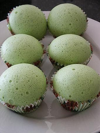Steamed Pandan Sponge Cake With Large Eggs, Sugar, Pandan Extract, Flour, Sprite