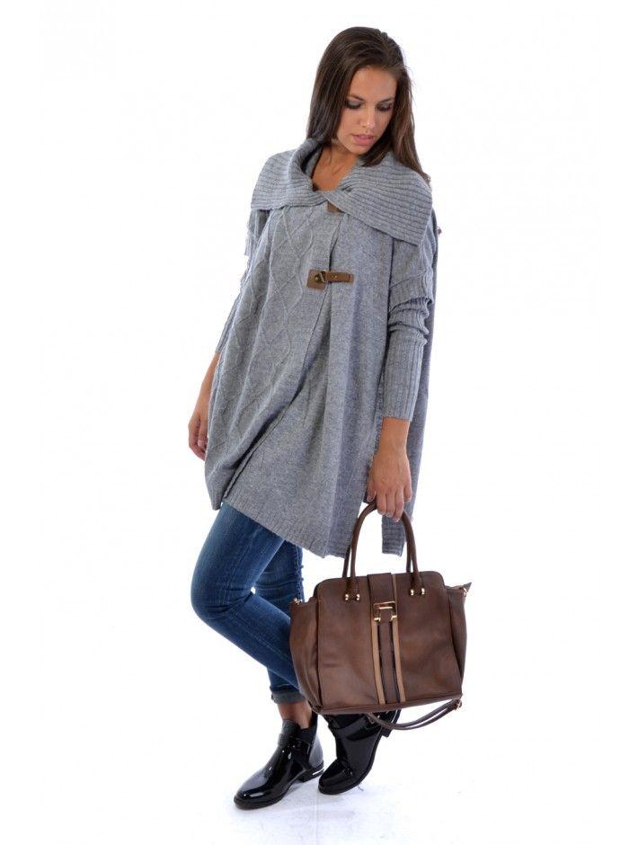 Trendy dámsky sveter z príjemného materiálu. Sveter Sullom Ti perfektne sadne vďaka štýlovému strihu a bude sa hodiť aj na chladnejšie dni. Buď moderná s JUSTPLAY.