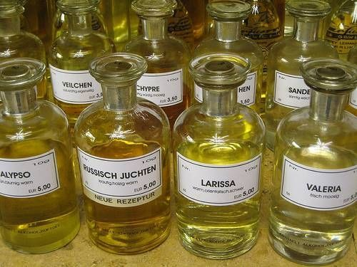 How to Make Fragrance Oil http://www.healwithoil.com/shop/books/aromatherapy-at-home-study-course/
