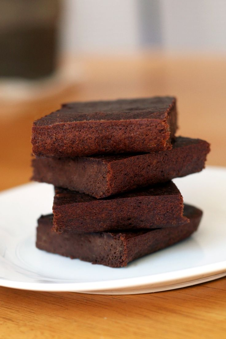 If you're a bride-to-be getting in shape for your wedding and think that desserts are off the table, think again!  Try this healthy brownie recipe that will fit almost any style of eating (gluten-free, dairy-free, Paleo, vegetarian, vegan.....).  And it's simple to make with only 3 ingredients!