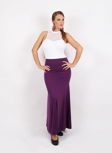 Falda de baile flamenco entallada a medio muslo; lleva godet trasero de media capa y vuelo total de capa. Esta falda flamenca es cómoda y elegante está diseñada especialmente para realizar actividades de baile y baile flamenco. http://www.elrocio.es/faldas-flamencas-senora-y-nina/1204-falda-baile-mod-e-3953-sra.html