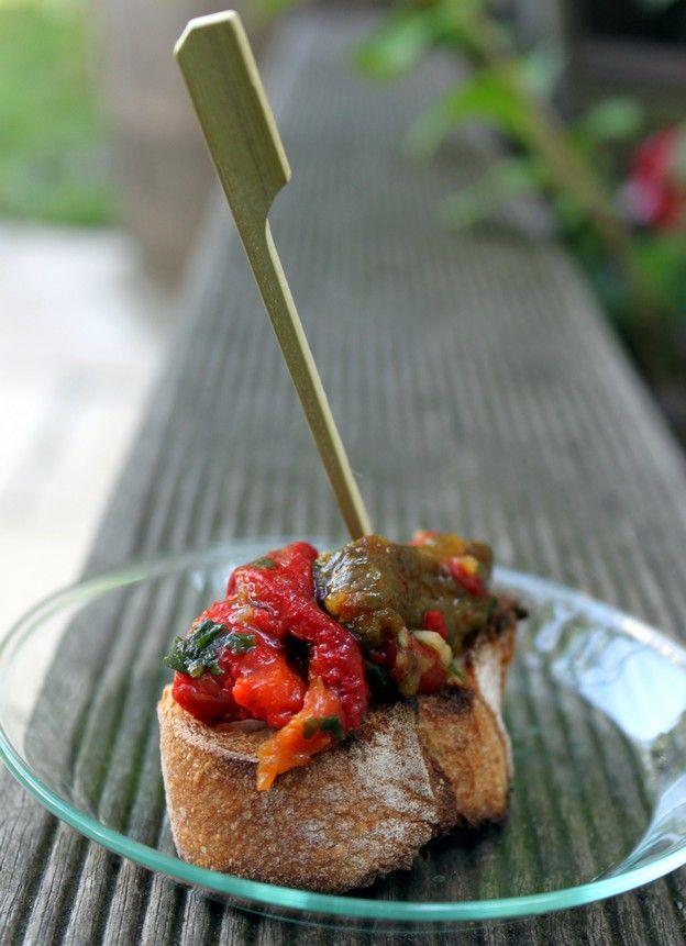 Crudités (épinards, radis...) + Blé + pain complet et poivrons marinés