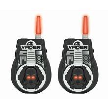 Avec ces talkies walkies version Côté Obscur, faites résonner la voix de Dark Vador jusqu'à 2 kms de distance ! Avec leur antenne lumineuse en forme de sabre laser, ces talkies walkies permettent de transformer votre voix en celle du plus redoutable représentant de l'Empire.