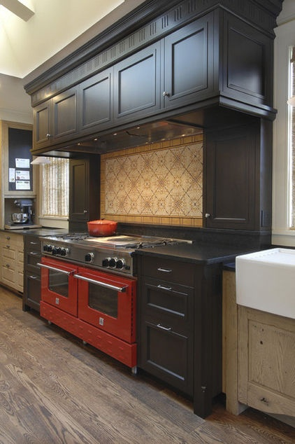 Bold Traditional Palette    Eye-popping colors aren't just for contemporary kitchens. This handsome kitchen features an oversize bold red range set in rich, dark chocolate cabinets. The tile backsplash has an intricate pattern to it but, because of the neutral colors used, it complements rather than competes with the range.: Colors Combos, Cabinets Colors, Kitchens Design, Idea, Traditional Kitchens, Dark Cabinets, Black Cabinets, Red Stove, Kitchens Colors Schemes
