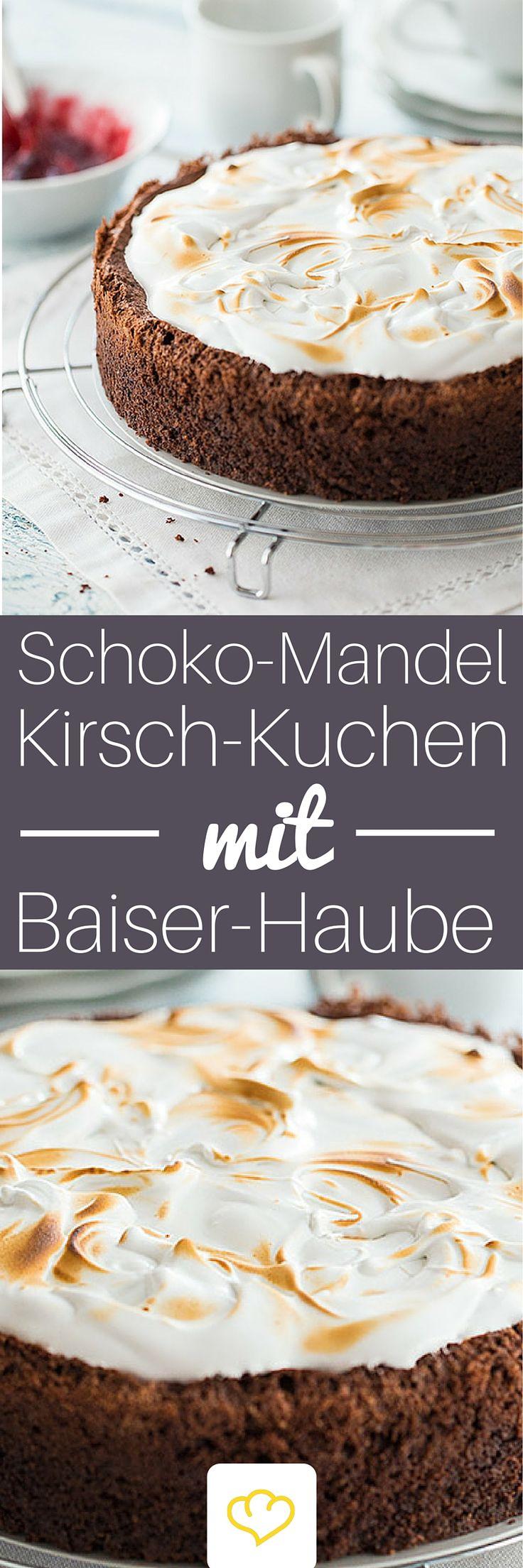 Schokoladen-Mandel-Kirsch-Kuchen mit Baiserhaube: Ein Kuchentraum, der einfach alles hat: saftigen, lockeren Kuchenteig, eine fruchtig-süße Note und dann das Beste – die cremige Baiserhaube. Herrlich! Und dabei ganz ohne Mehl.
