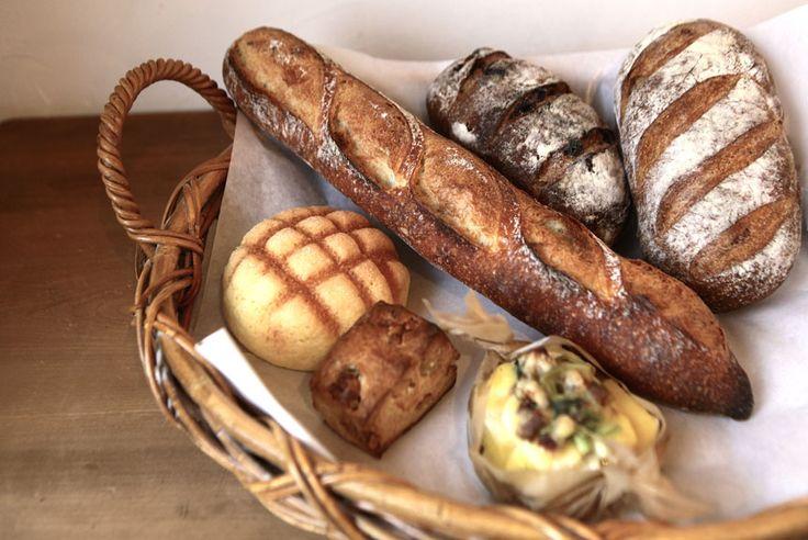 ベーコンも旬の総菜も手づくりする 毎日通いたいパン屋カフェ 「パンと珈琲の こうば」|おでかけコロカル 北海道・道東編|「colocal コロカル」ローカルを学ぶ・暮らす・旅する