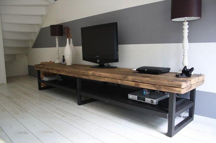 Bekijk de foto van OmaMutsje met als titel Stoer industrieel TV-meubel.     Dit meubel kunnen we helemaal op maat voor u maken. U bepaald de afmetingen en kleuren en wij doen de rest.  en andere inspirerende plaatjes op Welke.nl.