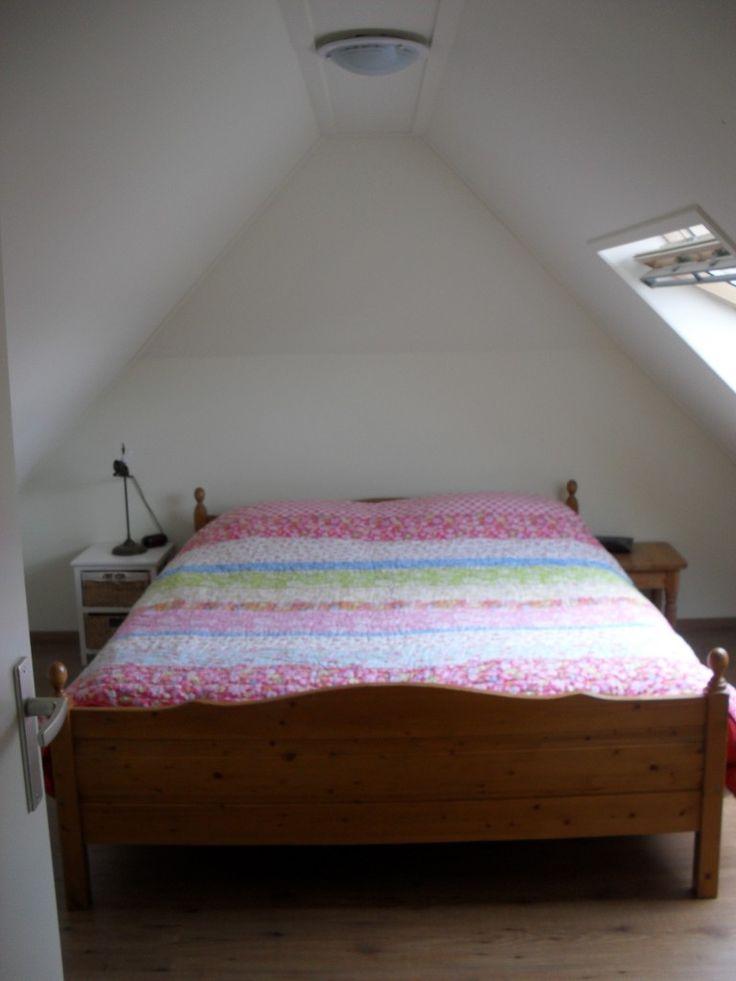 17 beste idee n over minimalistische slaapkamer op pinterest minimalistische decoratie - Moderne slaapkamer met kleedkamer ...