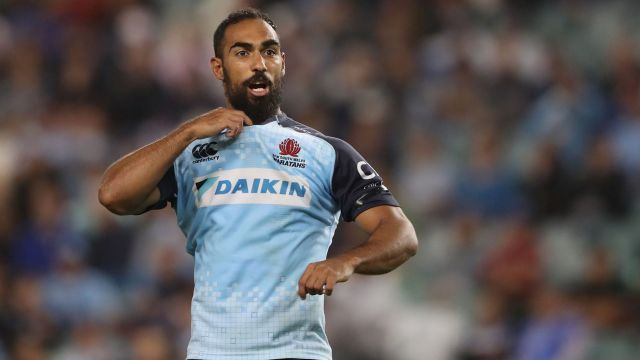 Reece Robinson calls instructions to a Waratahs teammate against the Western Force on Saturday.