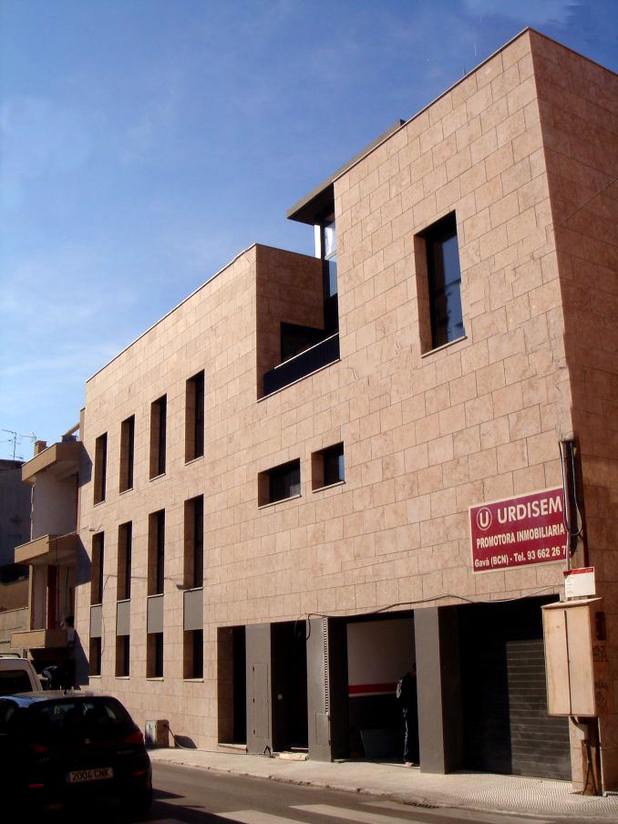 Edificio en esquina, Gavá / AMSA Arquitectura