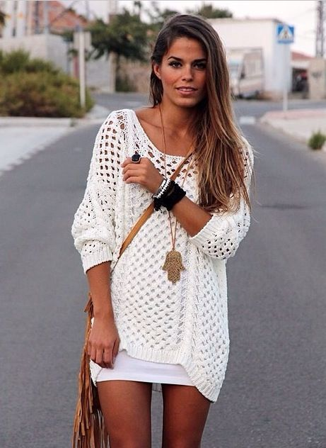 To recreate | White jumper and white miniskirt with gold accessories