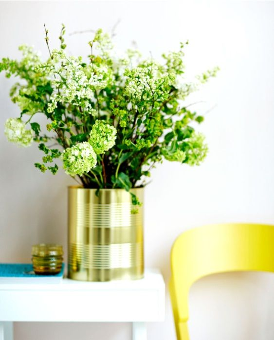 Viehettävimmät maljakot löytyvät jääkaapista. // The most adorable vases can be found from the fridge.