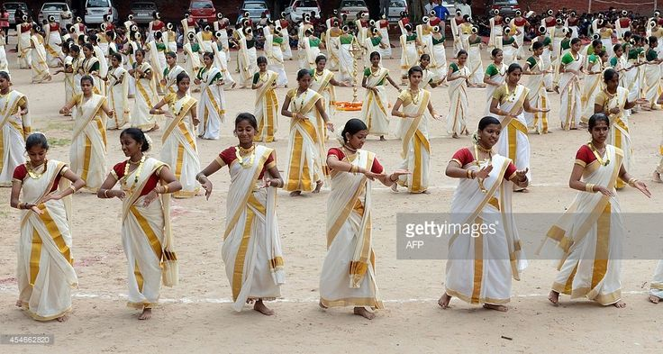 Indian school girls wear saree as they perform a Thiruvathirakali, a popular group dance ahead of the Onam festival and on Teachers' Day at a school in New Delhi on September 5, 2014. The Onam harvest festival will be celebrated mostly in India's southern state of Kerala. AFP PHOTO/RAVEENDRAN