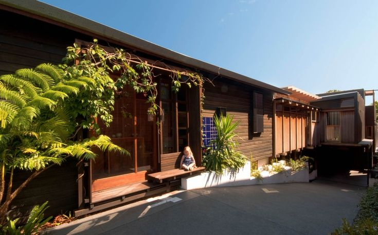 Cox Rayner Architects; The Left-Over-Space House (New Construction); Paddington, Queensland, Australia, 2012.