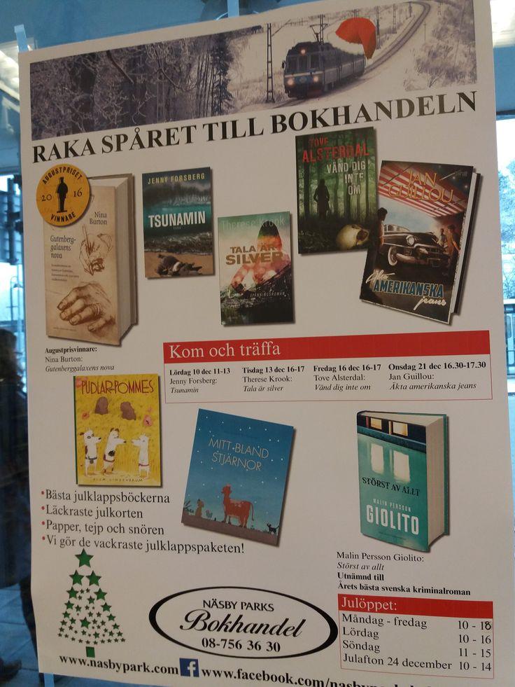 Jag är i fint sällskap i Näsbyparks bokhandel.