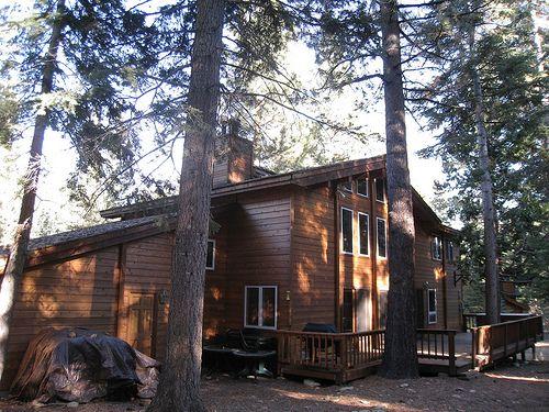 Squaw Valley Tahoe Cabin Retreat / http://www.sleeptahoe.com/squaw-valley-tahoe-cabin-retreat/