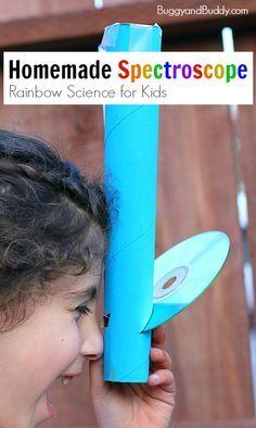 Ciencia del arco iris para niños: espectroscopio hecha en casa usando un rollo de toallas de papel y un CD.  Tal forma divertida de explorar la luz!  ~ BuggyandBuddy.com