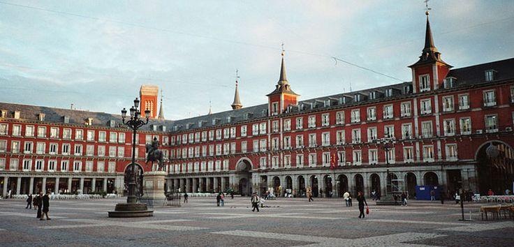 Con motivo del 400 aniversario de la Plaza Mayor de Madrid, el ayuntamiento de la capital ha preparado para la ocasión una interesante agenda cultural y un