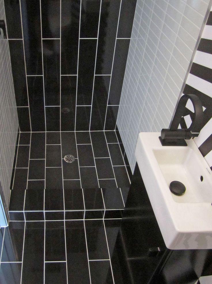 Bathroom : Alluring Vintage Bathroom Tile Patterns With Black Vertical